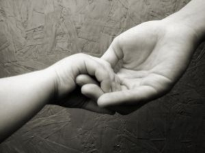 baby-hand-holding-by-mother_2776590-300x224
