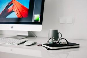 office-820390_640-300x199