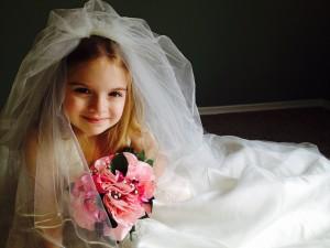 wedding-dress-366543_1280-300x225